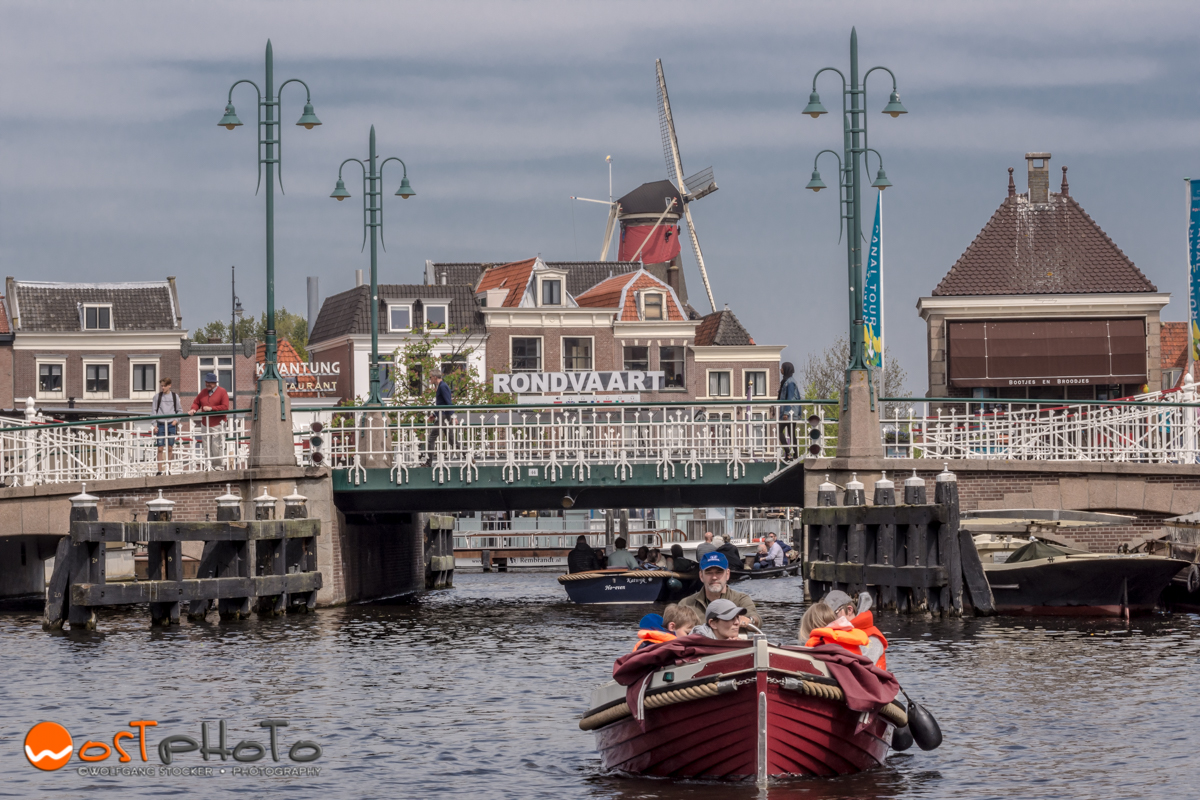 Experiencing Leiden through the canals by boat