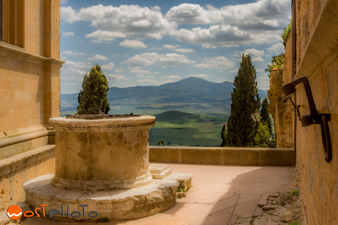 View from Pienza into the Val d'Orcia, Tuscany/Italy